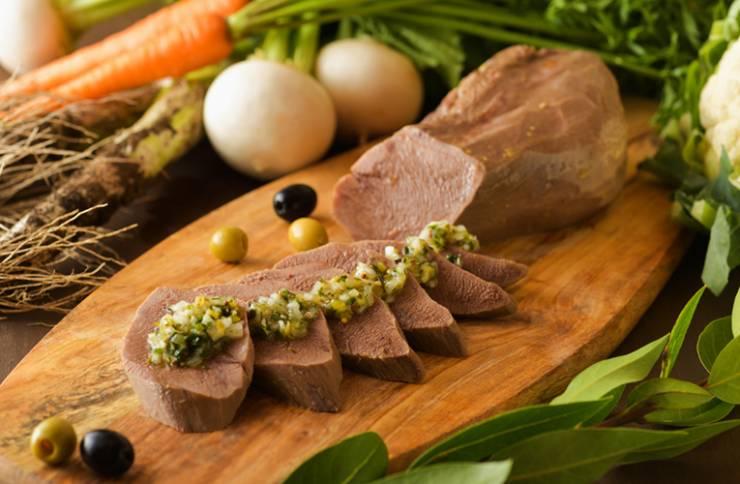 牛タンの蔵王野菜ブイヨン煮込み